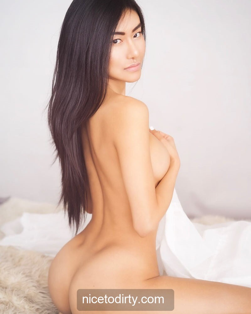 Naked Cute Asian Instagram Model Anna Xiao Fully Naked Holding Her Boobs With Her Hands